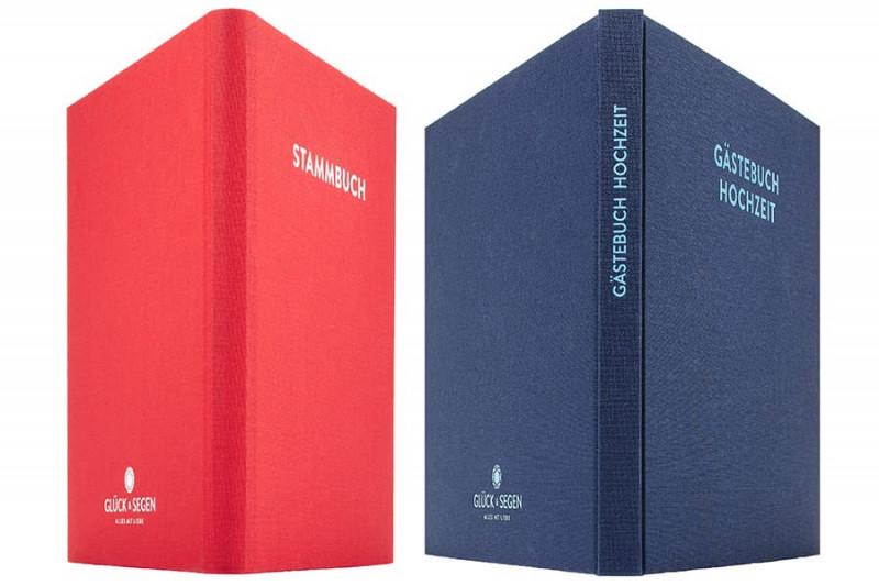 Ein Stammbuch Paul und ein Gästebuch Frida nebeneinander, Blick auf den Rücken. Beide sind gleich hoch.