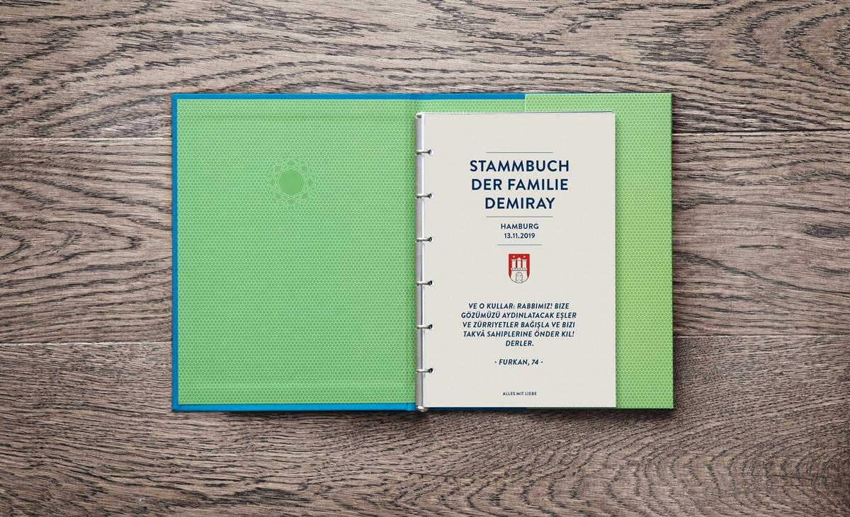 Personalisierte Seite mit Stadtwappen von Hamburg und türkischem Trauspruch